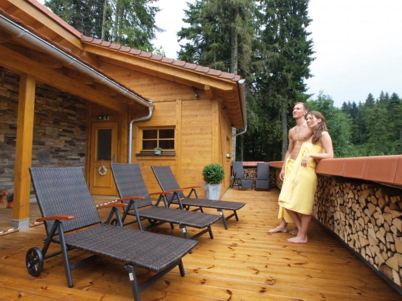 P8077033-Sauna-Aussenbereich.jpg