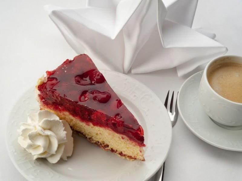 feiern-kaffee-kuchen-loewen-titisee.jpg