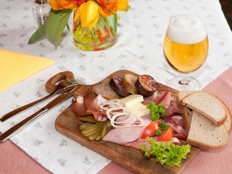 restaurant-urig-vesper-schwarzwald-loewen.jpg