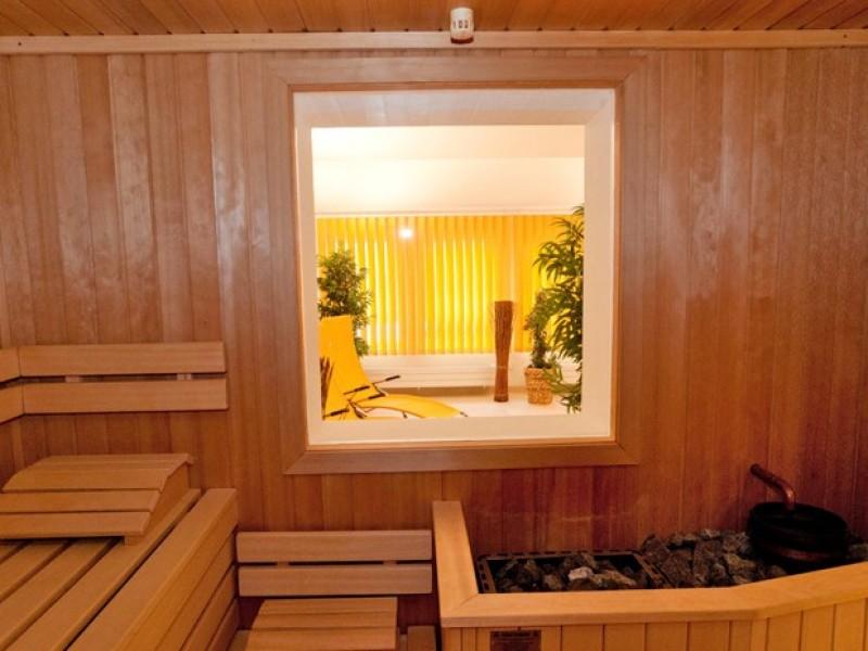 sauna-ruhe-wellness-dusche-hotel-loewen.jpg