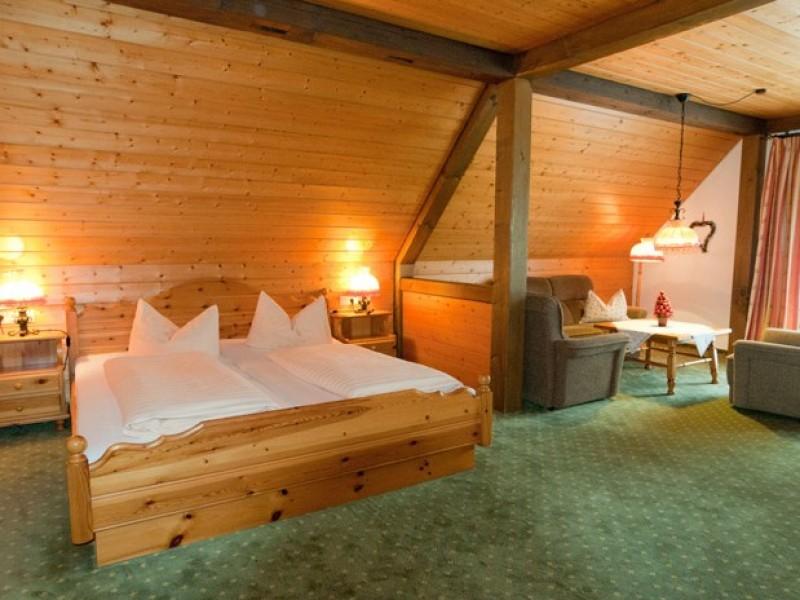 zimmer-sitzecke-haupthaus-hotel-loewen.jpg